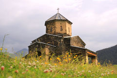 De kerk in Shenako-dorp, Tusheti-gebied (Georgië) stock foto's