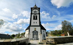 De kerk van Bergstadensziir in Roros, Noorwegen stock afbeeldingen