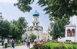 De Kerk van de Afdaling van de Heilige Geest Heilige drievuldigheid-St Sergiev Posad Stock Foto