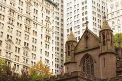 De kerk van de drievuldigheid in de Stad van New York (de V.S.) stock afbeeldingen