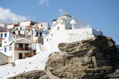 De kerk van de heuveltop in Skopelos royalty-vrije stock fotografie