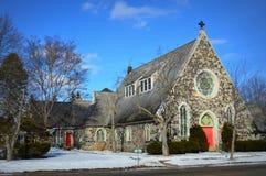 De kerk van de steen met rode deuren Royalty-vrije Stock Afbeeldingen