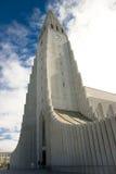 De kerk van Hallgrimskirkja in Reykjavik - IJsland Royalty-vrije Stock Foto's