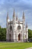 De kerk van heilige Alexander Nevsky Orthodox (Gotische kapel) in het park van Alexandrië Heilige Petersburg, Rusland Royalty-vrije Stock Foto's