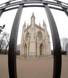 De kerk van heilige Alexander Nevsky Orthodox (Gotische kapel) in het park van Alexandrië Heilige Petersburg, Rusland Royalty-vrije Stock Afbeelding