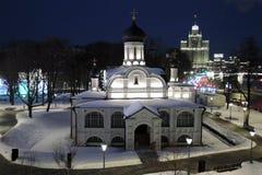 De kerk van heilige Anna en het het leven huis op Kotelnicheskaya-dijk royalty-vrije stock afbeeldingen