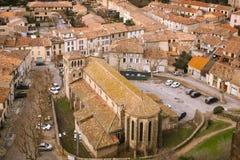 De kerk van heilige Gimer en het moderne dorp Carcassonne frankrijk royalty-vrije stock foto
