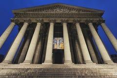 De kerk van heilige Marie Madeleine in Parijs 's nachts in Parijs royalty-vrije stock foto's