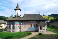Het kloosterkerk van Sucevita, Zuidelijke Bukovina, Roemenië Stock Foto's