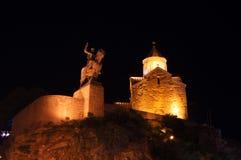 De kerk van Metekhi in de nacht Stock Afbeeldingen