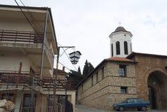 De kerk van Moeder Bogorodica Perivlepta overheerst oude Ohrid royalty-vrije stock fotografie