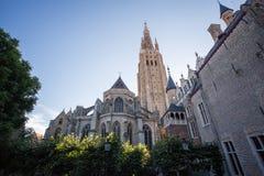 De kerk van onze Dame in Brugge Stock Foto's