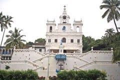 De Kerk van Panjim in Portugese architectuur met grote klok Stock Foto