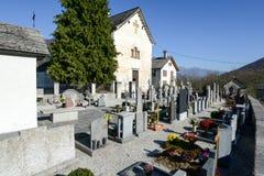 De kerk van San Michele in Palagnedra op Centovalli-vallei Royalty-vrije Stock Afbeeldingen