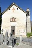 De kerk van San Michele in Palagnedra op Centovalli-vallei Stock Afbeeldingen