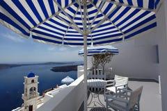De Kerk van Santorini in Fira met overzees-mening, Griekenland Royalty-vrije Stock Foto