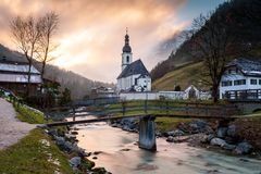 De Kerk van St Sebastian, Ramsau-bei Berchtesgaden Stock Fotografie