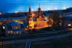 De kerk van Stroganov van de nachtmening in Nizhny Novgorod recente avond stock foto