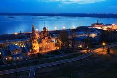 De kerk van Stroganov van de nachtmening in Nizhny Novgorod recente avond stock fotografie