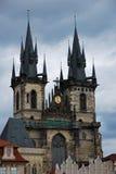 De kerk van Tyn in Praag Stock Afbeeldingen