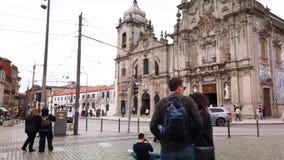 De kerken van Carmo en Carmelitas- stock videobeelden