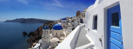 De Kerken van Santorini in Oia, Griekenland Royalty-vrije Stock Foto's