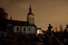De kerknacht van het begraafplaatskerkhof, Leuven, België royalty-vrije stock fotografie
