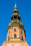 De kerktoren van heilige Peter in Riga Royalty-vrije Stock Foto