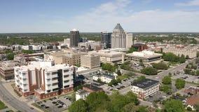 De Kern van het Noordencarolina downtown city skyline urban van Greensboro stock footage