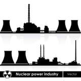 De kernenergie plant silhouetten Royalty-vrije Stock Afbeelding