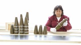 De Kernkoppen van de het arsenaalproductie van wapenwapens Lopende band stock video