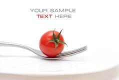 De kers van de tomaat op een vork. Dieet en gezonde maaltijd Stock Afbeeldingen