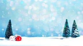 De kerstbomen en weinig snuisterij sieren royalty-vrije stock foto