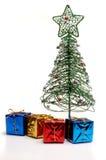 De kerstboom en stelt voor Stock Foto