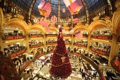 De kerstboom in Galeries Lafayette Stock Afbeeldingen