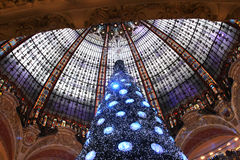 De Kerstboom in Galeries Lafayette, Parijs Stock Foto