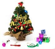 De kerstboom is prachtig verfraaid, het festival van het Nieuwjaar, witte achtergrond stock fotografie