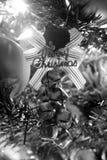 De kerstboom siert zwart-wit royalty-vrije stock fotografie