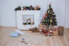 De kerstboom, stelt en open haard voor Royalty-vrije Stock Foto
