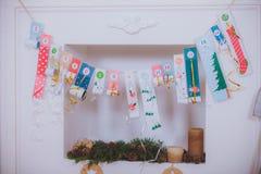 De kerstboomgiften voor de open haard mept giften Royalty-vrije Stock Foto