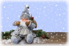 De Kerstman in de sneeuw Royalty-vrije Stock Foto's
