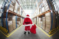 De Kerstman in het Centrum van de Distributie van Giften stock foto's