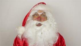 De kerstman kalmeert het publiek stock footage
