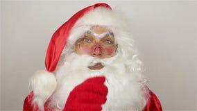 De kerstman kalmeert het publiek stock videobeelden