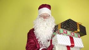 De Kerstman met giften stock footage