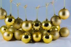 De Kerstman met gouden bel Stock Afbeeldingen