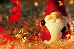 De kerstman met Kerstmis stelt voor Royalty-vrije Stock Afbeeldingen