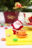 De Kerstman met kop thee Royalty-vrije Stock Afbeelding