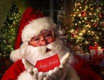 De Kerstman met vakantieachtergrond Stock Fotografie
