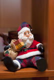 De Kerstman op de plank Stock Foto's